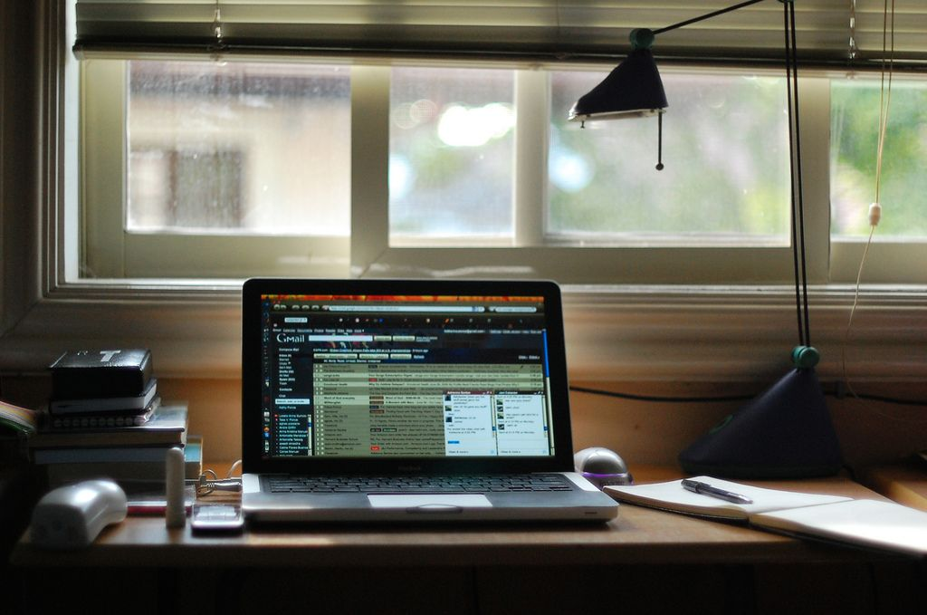 Does your workspace look so tidy? Image via Flickr